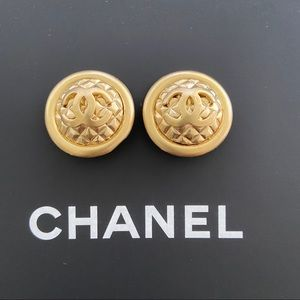 Jewelry - Vintage CHANEL EARRINGS CLIP ON GOLD